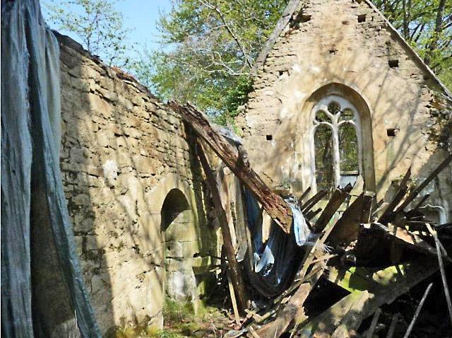 charpente détruite de la chapelle SainT Loup